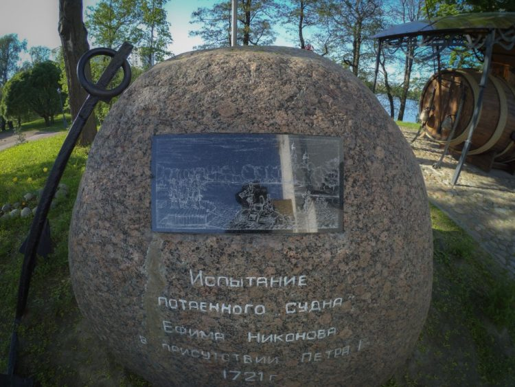 Stone with the anchor and a commemorative plaque