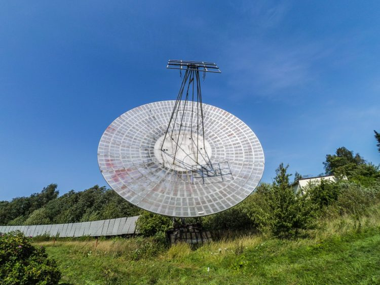 The first radio telescope